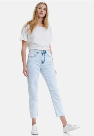 Moms Fit Jeans With Destroyed Effects