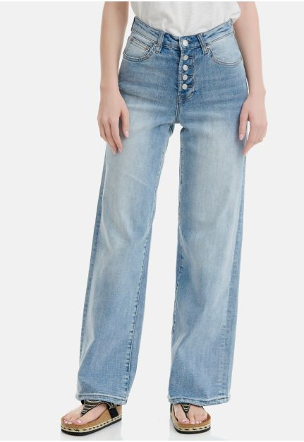 Wide Leg Fit Jeans With Washed Effects