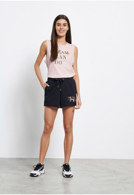 Jogger shorts with embroidery
