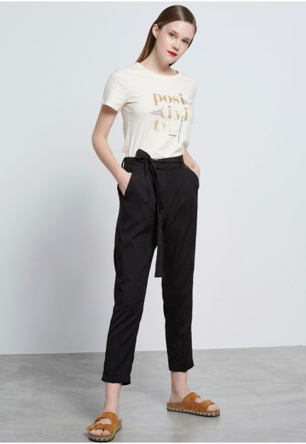 Chino pants with belt fastening